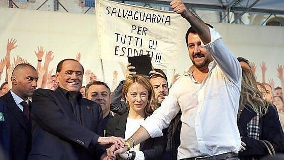 """Berlusconi gela la Meloni: """"Sindaco è lavoro terribile, lei da mamma non può"""". Ma Renzi: """"Invece sì"""""""