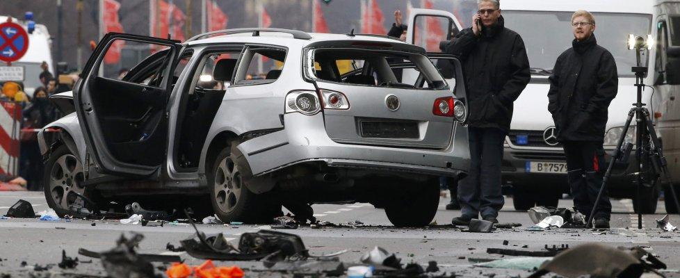 """Berlino, esplode un'auto in centro: """"Non si è trattato di un attacco terroristico"""""""