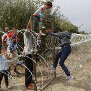 """Quel coro di """"No"""" che crea un unico grande campo profughi nel cuore d'Europa"""