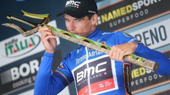Tirreno-Adriatico a Van Avermaet: Sagan battuto per un secondo. La crono a Cancellara