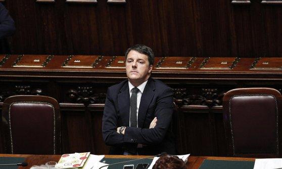 """Migranti, verso il Consiglio Europeo. Renzi: """"E' il terzo in un mese. Non va bene"""""""