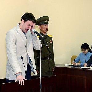 Corea del Nord, studente americano condannato a 15 anni di lavori forzati