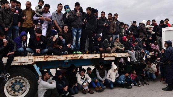 """Migranti, Commissione alla vigilia del Consiglio Ue: """"Ricollocare 6mila persone al mese"""""""
