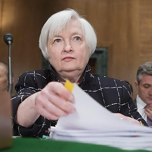 La Fed lascia i tassi invariati, ma taglia le stime sul Pil Usa