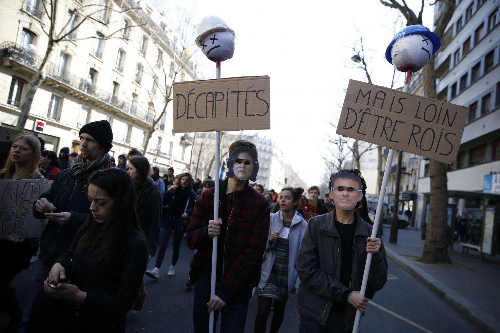 Francia, migliaia di studenti in piazza contro la riforma del lavoro
