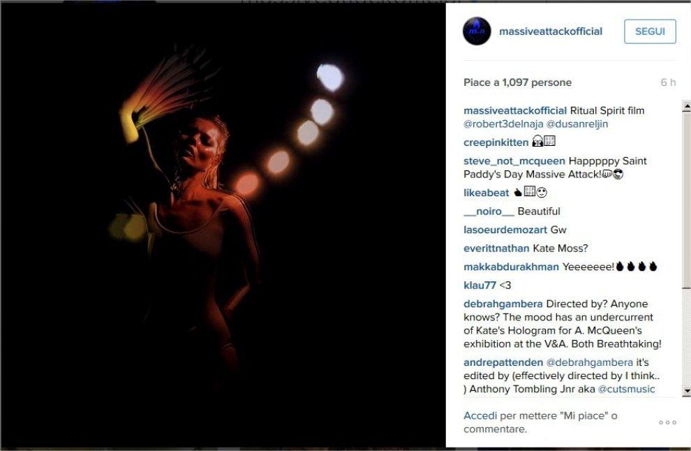 Kate Moss balla nel buio per i Massive Attack
