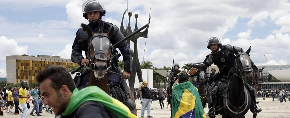 Brasile, il giudice blocca la nomina di Lula al governo. Manifestazioni di protesta e scontri