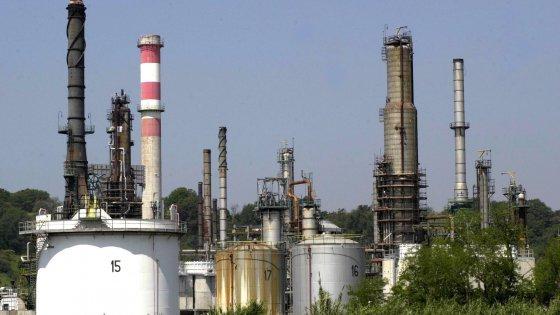 Petrolio, affari e servizi segreti: lo Stato nello Stato chiamato Eni