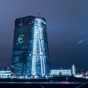 Bpm- Banco: presto i consigli. La Bce indica i paletti. Renzi: ci saranno meno banchieri e bancari