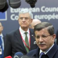 Migranti, incontro Ue-Turchia. Davutoglu:
