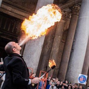 Referendum, Cei: i cattolici discutano su trivelle. Grillo, Pd invita all'astensione dal voto