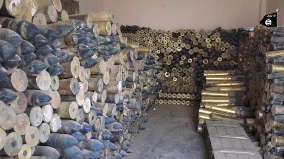 Siria, lo Stato Islamico si impadronisce di un enorme arsenale governativo