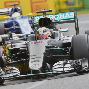 F1, Mercedes superstar in Australia: Hamilton in pole. Ecclestone boccia le nuove qualifiche
