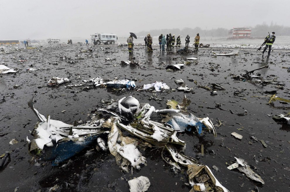 Aereo FlyDubai caduto in Russia: i rottami del velivolo