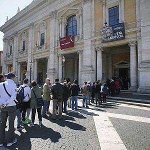 Turisti aumentano, ma restano meno: in 15 anni persi 38 miliardi