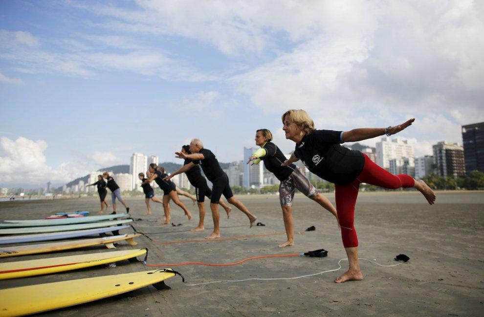 Brasile, non è mai troppo tardi:  ecco i surfisti over 60