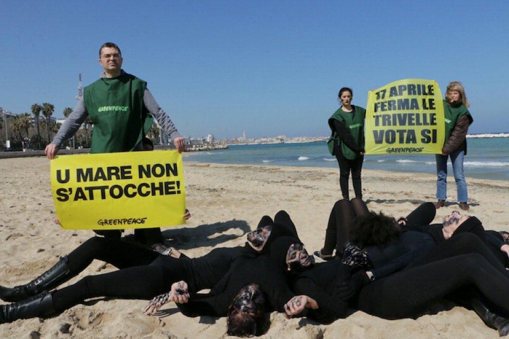 Trivelle, il flash mob di Greenpeace in 22 città italiane