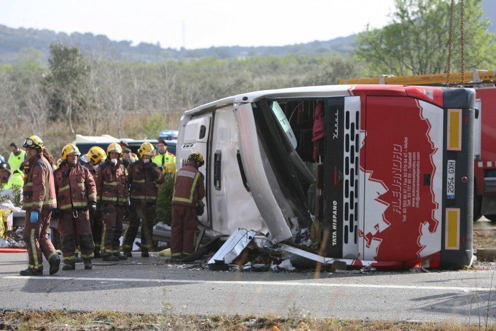 Catalogna, si ribalta il bus degli studenti Erasmus: 13 morti
