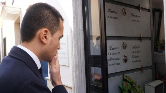 """Don Diana e fondi vittime di mafia. Renzi: """"Di Maio, un meschino"""". Lui: """"Intervenga Mattarella"""""""