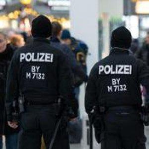 Colonia, la rivolta dei tifosi. In 200 attaccano la polizia