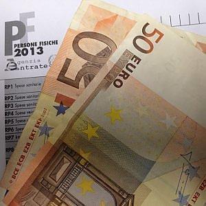 """Fisco, Uil: """"In due anni 7 miliardi di tasse locali in più"""""""