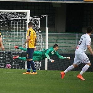 Verona-Carpi 1-2: magia di Lasagna, gli emiliani completano il rilancio salvezza