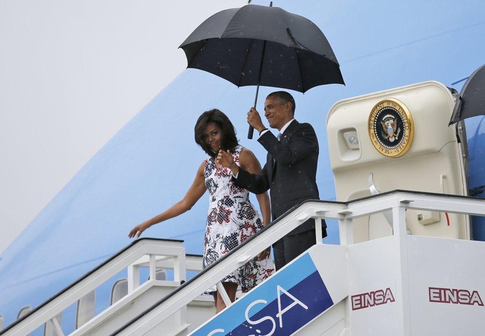 Cuba, l'arrivo di Obama all'Avana: il presidente scende dall'Air Force One