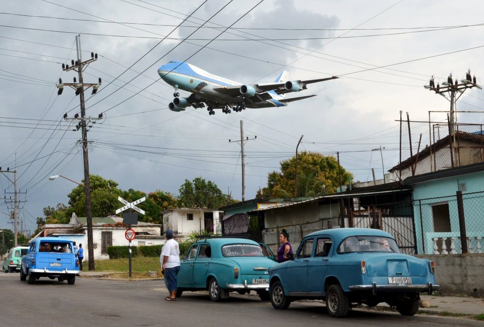 Cuba, l'Air Force One vola sopra l'Avana: lo scatto che segna la storia