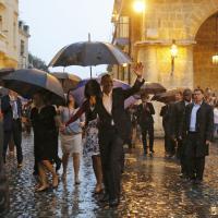 Cuba, Obama e famiglia sotto la pioggia visitano l'Avana vecchia