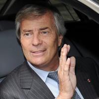 Il piano Bolloré-Berlusconi per portare Mediaset sotto le insegne francesi
