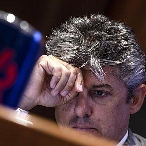 Telecom, Patuano ufficializza le dimissioni. Il titolo in luce con il risiko delle Tlc