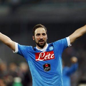"""Napoli, tutti pazzi per Higuain: """"Io resto qua"""". Ma le big d'Europa sognano"""