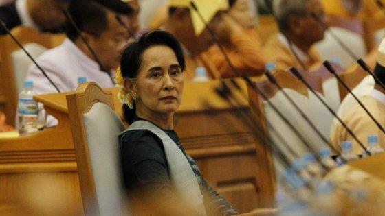 Myanmar, Suu Kyi ministra degli Esteri nel nuovo governo