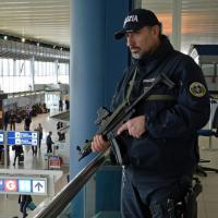 Attentati Bruxelles, l'allarme negli aeroporti europei