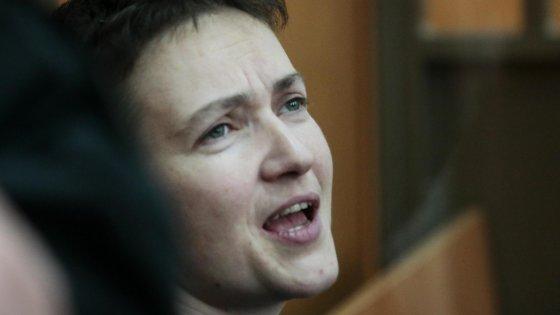 """Russia, Savchenko condannata a 22 anni di reclusione. Poroshenko: """"Ora Putin onori la parola di Minsk"""""""