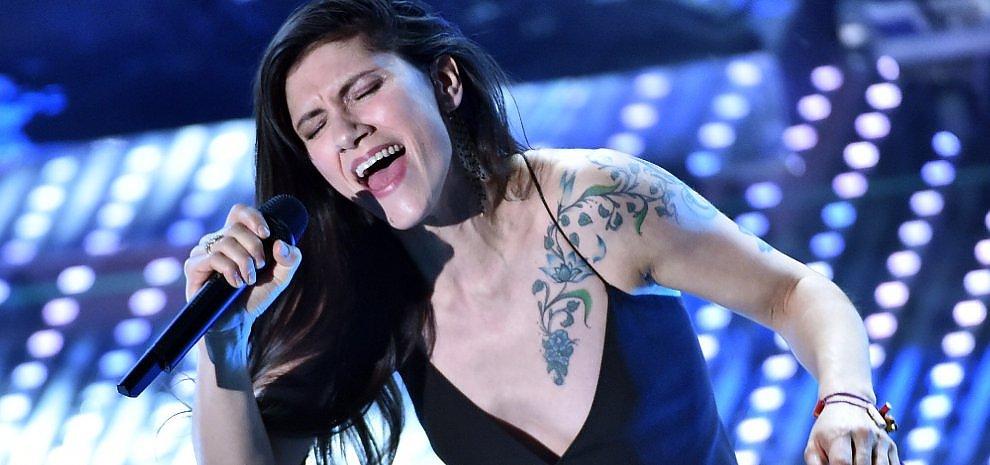 """""""On"""", Elisa riscopre l'inglese: tredici canzoni e una gran voglia di pop"""