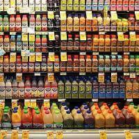 Alimentazione, nei succhi di frutta e frullati per bambini c'è troppo zucchero