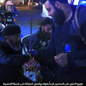 Caramelle e dolci, in Siria e Libia l'Is festeggia il massacro di Bruxelles