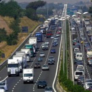 Pasqua: traffico intenso sulle autostrade. Sole e caldo domenica, meno a Pasquetta
