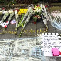 Morte Johan Cruyff, fiori e cimeli davanti alla casa del
