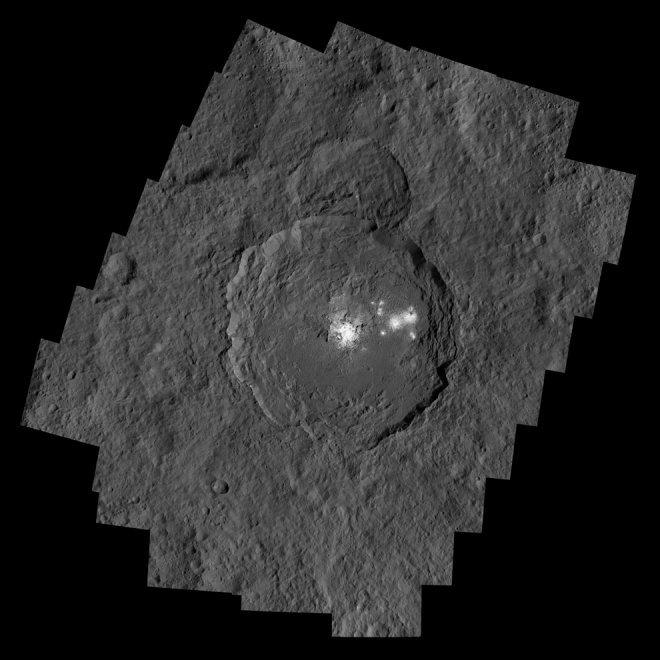 C'è acqua sul pianeta nano Cerere, le immagini dalla sonda Dawn