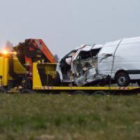 Francia, scontro frontale tra minibus e camion: muoiono 12 turisti portoghesi