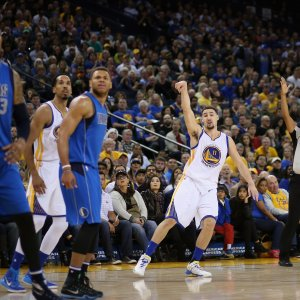 Basket, Nba: Golden State e San Antonio senza sosta, Toronto cade a Houston