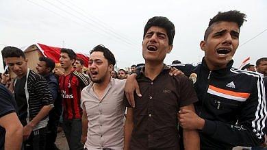 Iraq, strage di ragazzini allo stadio   foto   durante una premiazione   video
