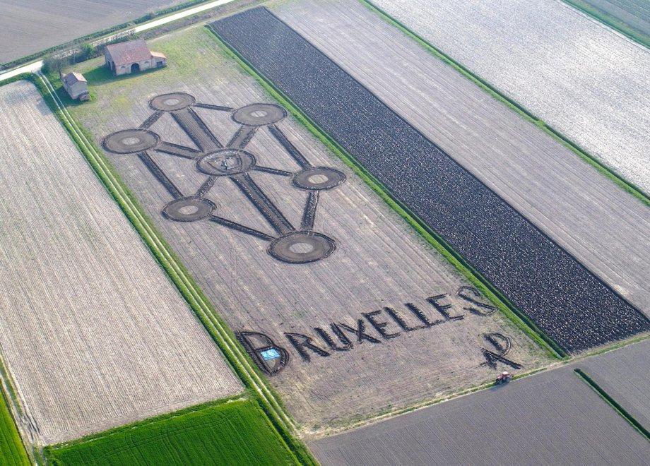 Verona, land art in memoria delle vittime di Bruxelles