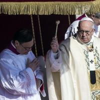 Piazza San Pietro, il Papa e la messa di Pasqua