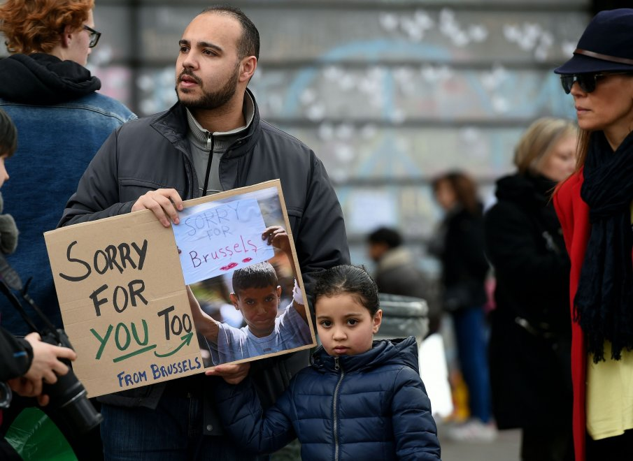 Bruxelles, ''Sorry for you too'' la risposta di un cittadino al piccolo di Idomeni
