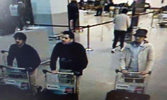 Bruxelles, rilasciato reporter: nessuna prova. Un kamikaze usò identità di un ex calciatore Inter
