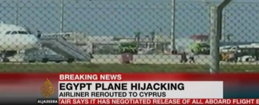 Aereo Egypt Air dirottato su Cipro. Liberati ostaggi e arrestato attentatore