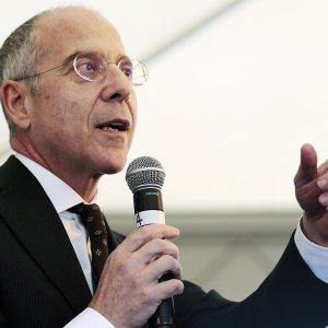 "L'ad di Enel, Francesco Starace ""Stop a vecchie centrali, l'energia verrà dal sole"""